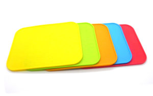 Pet feed mat in bright colors